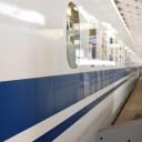 黄色いラインの新幹線 上越新幹線 フリー素材ドットコム