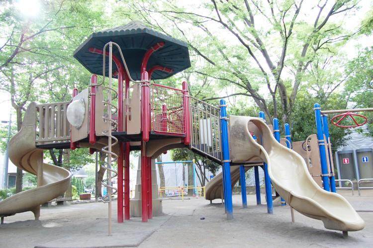 公園の遊具・すべり台 | フリー素材ドットコム
