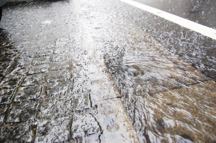 大雨のフリー画像(イメージ画像)(フリー画像フリー素材.com)