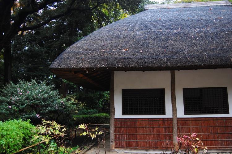 わらの屋根の小屋・藁の屋根