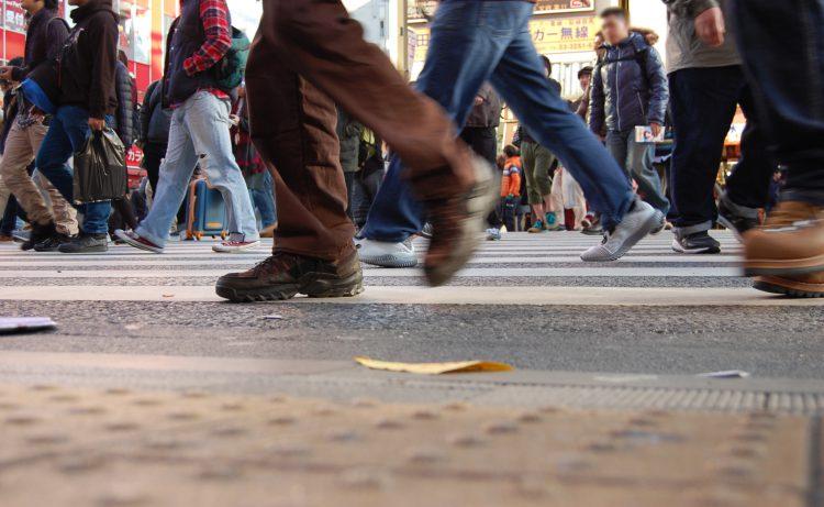 歩く人々・行き交う人々01 | フリー素材ドットコム