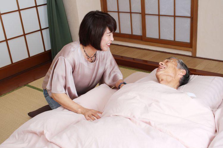 お年寄りの介護・看病03 | フリー素材ドットコム